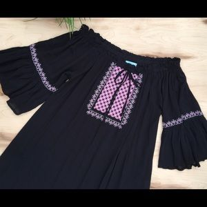 She and Sky off shoulders tunic/blouse crochet